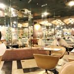 マヅラ喫茶店 - ガラス張りの店内('18.8月)