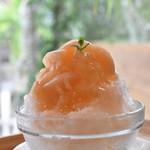 カフェ サンズ - 桃のかき氷
