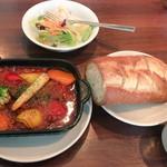 chab - 牛肉のトマト煮込み トッピング100円彩り野菜