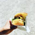 ダイコクバーガー - ビーフン100%のWチーズバーガー ハーフ ¥400