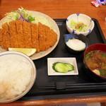 おいしんぼ - 料理写真:とんかつ定食