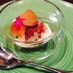 Osuteriayururi - デザートはレアチーズと桃のコンポート♡             美味⭐︎