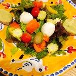 タベルナ・チェルヴィーノ - 前菜盛り合わせの内の一皿 えー♡なにこのサラダ的な(≧∇≦) モッツァレラも乗ってて