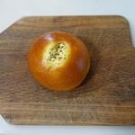 パン工房 小麦屋 - じゃが芋サラダパン(172円)