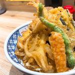 天丼 天たま家 - 料理写真:♦︎天丼 700円 海老 いか 野菜三品 玉子