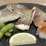 よし春 - 天然めいち鯛の塩焼