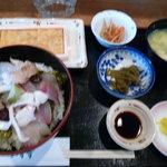 季節料理 いすず - 【ウニ丼定食】女将さんに急かされ、まさかのピンボケ…(泣)