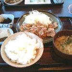 9076947 - 豚肉の生姜焼き定食(¥840)