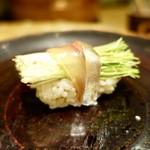 鮓や 大東 - [2018/08]寿司⑩ 芽ネギの握り あじ巻き