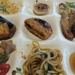 彩の国レストラン - お総菜各種。