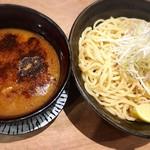 極や - つけめん(魚介、鶏豚骨味) ¥880 初めてつけ麺を食べましたが、非常にベーシックな魚介豚骨系つけ麺でした。ここじゃなくてはいけない、というポイントがなく、次回からはラーメンに戻します。