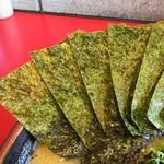 麺童虎徹 - 海苔増しは5枚100円。