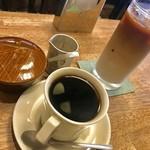 逃現郷 - ブレンド¥400、カフェオーレ(アイス)¥500