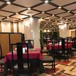 中国料理 桃花苑 - 落ち着いた店内 グルグル円卓もあります