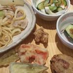 旬菜食健 ひな野 - 天ぷらや、焼きお握り。
