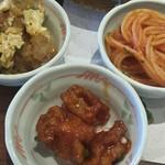 旬菜食健 ひな野 - 昔ながらのナポリタン。左上は親子丼。