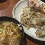 旬菜食健 ひな野 - 定番の舞茸天ぷらと唐揚げ。豚肉入りスープは辛くなくてイマイチでした。