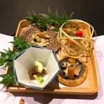 90771042 - ①酒蒸しアワビとカラスミ、身欠きにしんと瓜の浅漬け、のどぐろ、枝豆、キャビア、ただ茶豆豆腐とジュンサイのゼリー寄せ