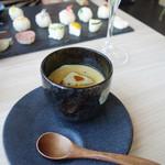 New Style - 『フォアグラ茶碗蒸し 黒トリュフあんかけ』500円。