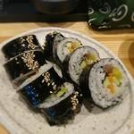 韓国風居酒屋オソオセヨ - ★オムニ 500円 韓国風のりまき キュウリ、タクアン等を普通のご飯で巻いてごま油かけてるだけで味が無い。