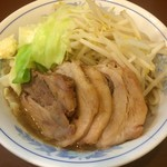 らーめん 陸 - 料理写真:豚増しらーめん 麺少なめ