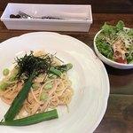 パインツリーカフェ - ランチ タラコパスタ(サラダ・ドリンク付き)¥1300(+ケーキだと¥1600)