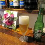 リトルネストカフェ - ハイネケン、卓上の光景