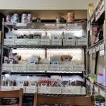 ハラールフードマルハバ - 店内では、スパイスなども販売しております。