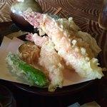 90779894 - 海老×3本、シシトウ、かぼちゃ、舞茸の天ぷら。粗塩で頂きます。