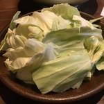 串焼旬菜食堂 うっとり - お通しのキャベツ (おかわり自由)