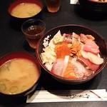 90782334 - 海鮮丼(お味噌汁付き)