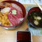 塩釜仲卸市場 マイ海鮮丼コーナー - 料理写真:マイ海鮮丼!