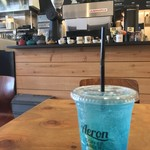 アーロン コーヒー&ビアスタンド - 店内の雰囲気