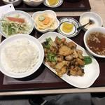 麺と酒菜の店 薫 - 鶏肉の黒豆ソース炒め定食