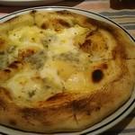 ファミリア - 4種チーズのピザ 1,480円