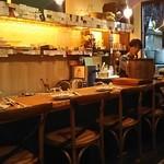 ファミリア - 店内カウンター席