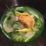 eclat - 桑名産地蛤のジュレ 春菊のクロロフィル 海水雲丹 新玉ねぎのムース