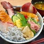 魚太郎 市場食堂 - 海鮮丼