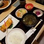 ごはん家 うお福 - 料理写真:鮭ハラミ焼き定食 951円
