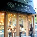 宝塚C's Garden Cafe - お店は上が横浜人形の家になっています