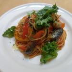 パークサイドカフェ - サルシッチャと彩り野菜のトマトソース