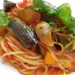 パークサイドカフェ - サルシッチャと彩り野菜のトマトソース;アップ