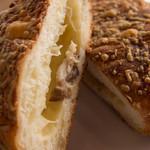 カネルブレッド - ベーコンチーズ断面