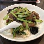 香蘭 - 豚バラ肉かけご飯800円 間違いのない美味さ、ぶっかけ飯ってあんまりハズレってない気がします。