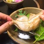 二代目 佐平次 - 田子産にんにく丸揚げ(650円) 2018.7