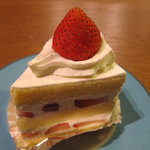 ベーカリーショップ アン - 苺のショートケーキ