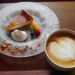 モキチ ヴルスト カフェ - 料理写真:ベイクドチーズケーキ