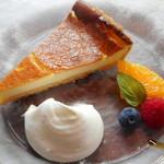 モキチ ヴルスト カフェ - ベイクドチーズケーキ