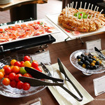 ダイニングアンドバー テーブル ナイン トウキョウ - 前菜ビュッフェ台