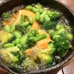 俺のフレンチ KAGURAZAKA - ソフトシェルシュリンプと枝豆のアヒージョ
